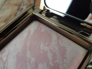 Hourglass-Ambient-Lighting-Blush-Ethereal-Glow-Close-Up